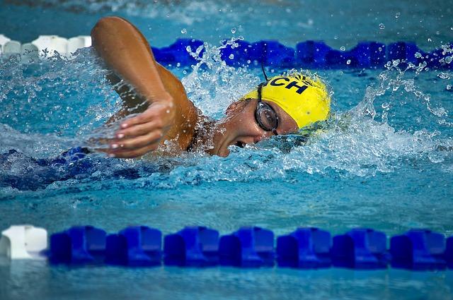 závodní plavání
