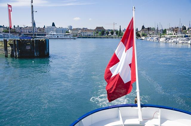 vlajka švýcarska na lodi
